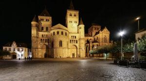 Trierer Dom bei Nacht